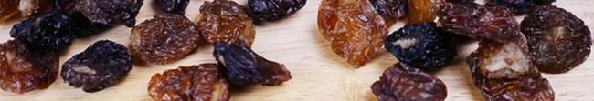 ドライフルーツ王子のお店:小島屋発、レーズン・干しぶどう業界に衝撃が走る味。 一度に10種類以上のぶどうの味が楽しめる「国産干しぶどうの宝石箱」12月26日(木)新発売