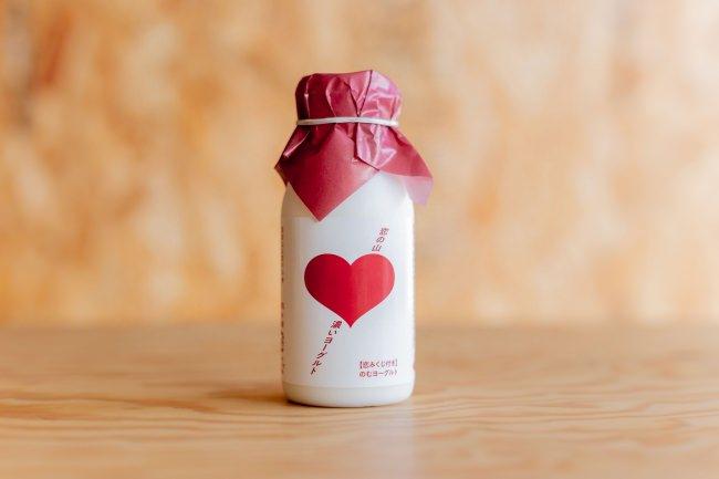 恋の山として知られる筑波山の新みやげが登場。恋もお腹も、飲んで快腸!「恋みくじ付のむヨーグルト」を2020年元旦発売!