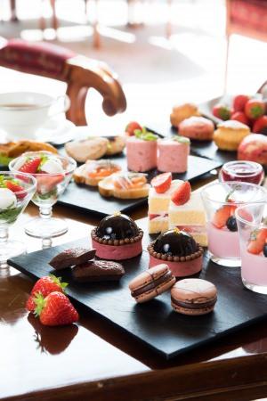 リーガロイヤルホテル東京 開業25周年記念 ひと足早い春の訪れを感じる苺とチョコレートを愉しむ「苺&ショコラアフタヌーンティー」