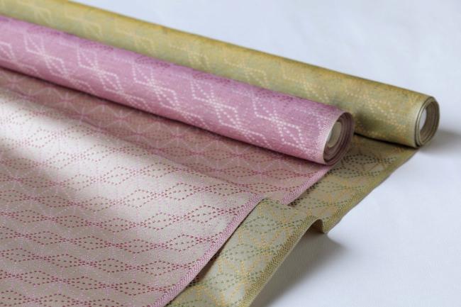 岱﨑(やまざき)織物株式会社の西陣織。 この西陣織をランチョンマットに加工し、 懐石フランス料理 グルマン橘にて使用する。