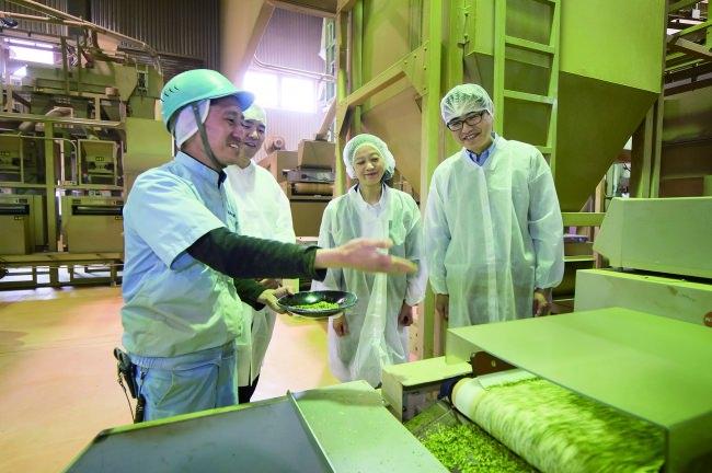 製茶工場を見学