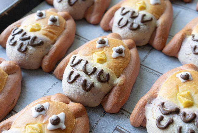 京都のベーカリーが、コロナ退散を願い、1日10セット限定で「アマビエ・パン」の販売を開始