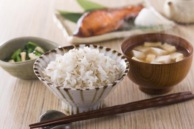 食べる美容法「もち麦」で肌状態が改善報告!肌が気になるこの季節に、主食で食物繊維宣言!