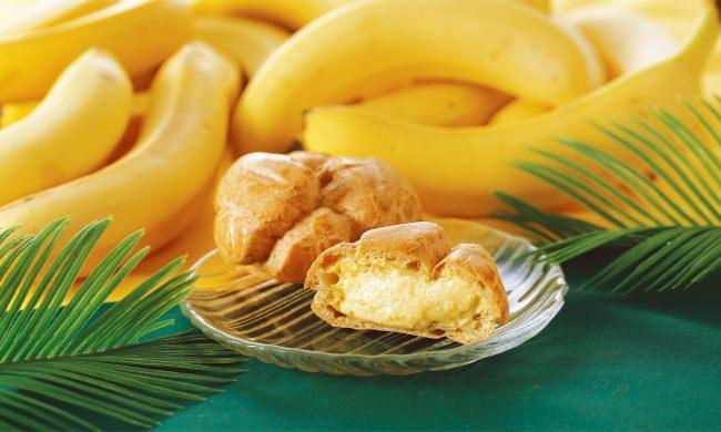 クイーンズ伊勢丹自社工場で誕生し、発売から20日間で約1万個を売り上げた人気のシュークリームに、トレンドのバナナが香る夏にぴったりの新フレーバーが登場!