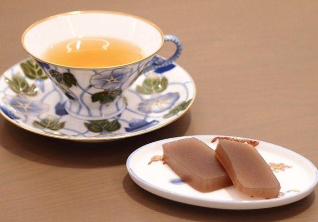 """日本に数名しかいない紅茶鑑定士が厳選した香りと味を美しい器で。最も美味しい成分が凝縮された最後の一滴""""GOLDEN DROP""""と呼ばれる「ダージリン・ファーストフラッシュ」が登場!"""