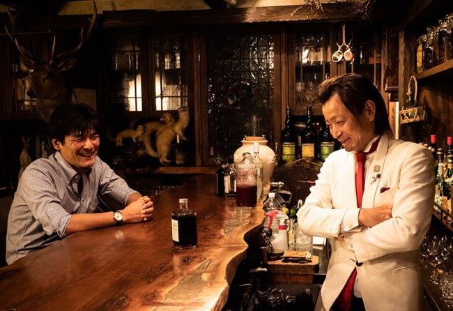 製造を担当したJCC AGENTの山崎さん(左)と「BENFIDDICH MANHATTAN」のレシピを開発した鹿山さん(右)