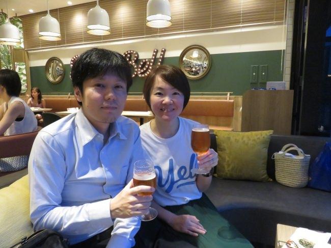 ゆずファンのご夫婦はクラフトビール「YOKOHAMA Groovy Lager」で乾杯