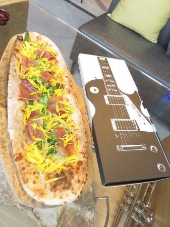 """""""楽器""""をモチーフとした新しいピザボックス"""