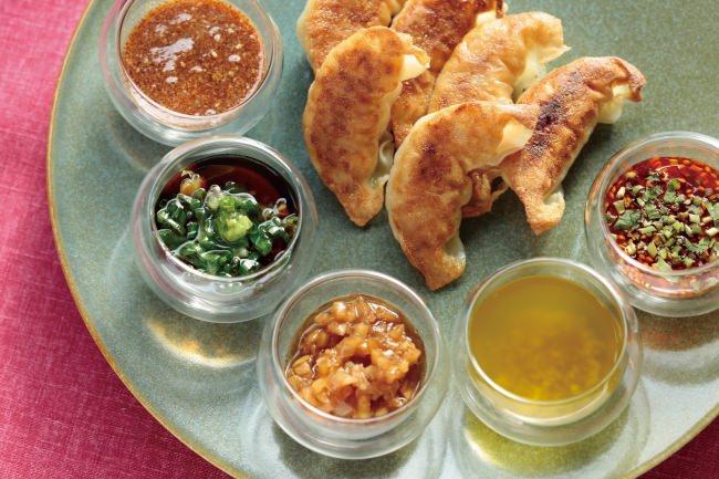 焼き餃子と特製タレ5種類 ※画像の盛り付けはイメージです