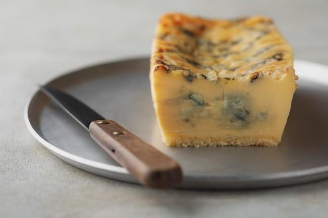 発売初日1分間で100個以上、通販で連日完売の生ブルーチーズケーキ専門店「青」が新宿に実店舗を期間限定オープン。100日以上熟成の濃厚ゴルゴンゾーラを贅沢に使用した大人のためのチーズケーキ