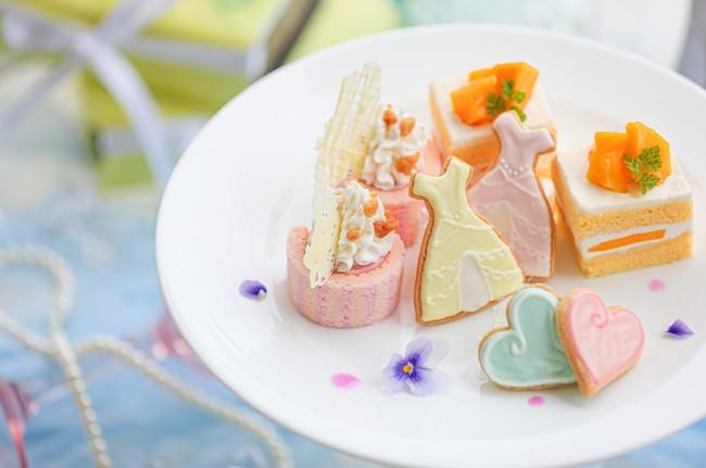 1皿目:王妃メロンのショートケーキ・アンティークドレスのアイシングクッキー・苺のロールケーキ