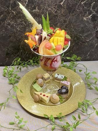 スペシャルフルーツケーキパフェ
