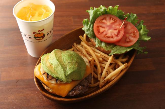 一番人気のハンバーガーセット【厚切りチェダーアボカドバーガーセット】