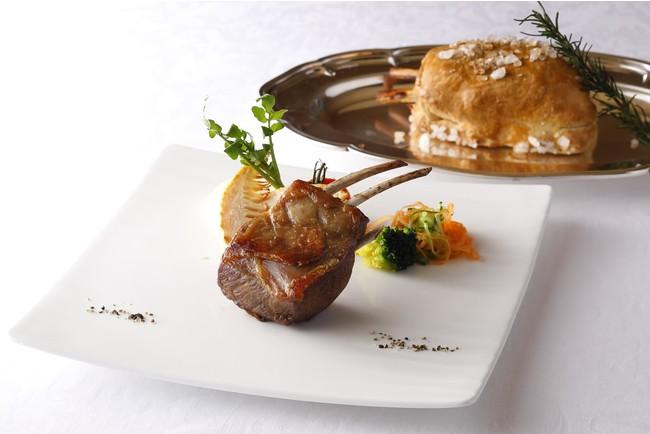 肉料理のメニュー一例 仔羊ロース肉の岩塩包み焼き ローズマリー風味