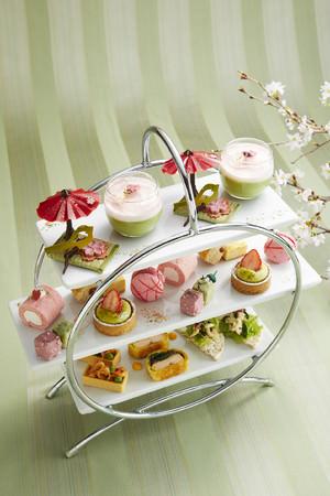 【ロイヤルパークホテル】桜の季節に。ホテルでお花見気分を満喫するアフターンティーやご自宅で楽しむ春スイーツを発売。