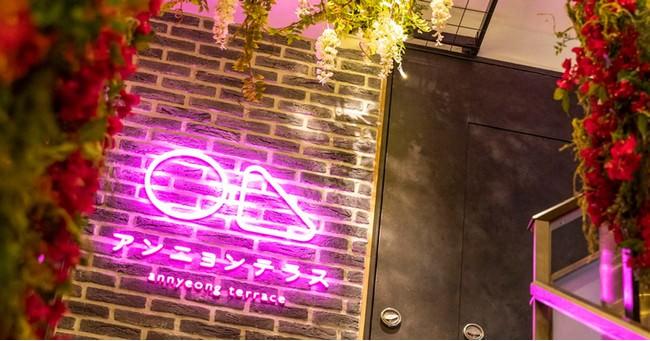 リゾートテラス付き韓国スイーツ専門カフェ「アンニョンテラス」が京都祇園に4月10日(土)新規OPEN!鴨川を眺めながら話題の糸状のかき氷「糸ピンス」や「とろとろチーズのフレンチトースト」を楽しめます。