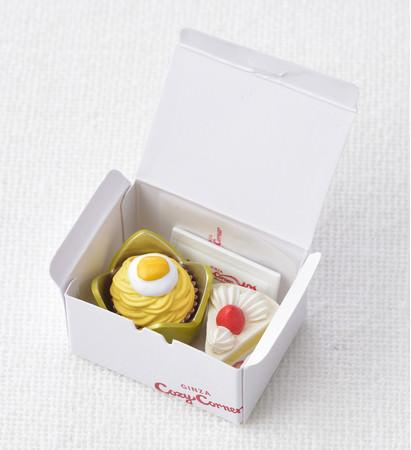 ケーキ・保冷剤・紙ナプキンが外箱にすべて収まるようフィギュア化