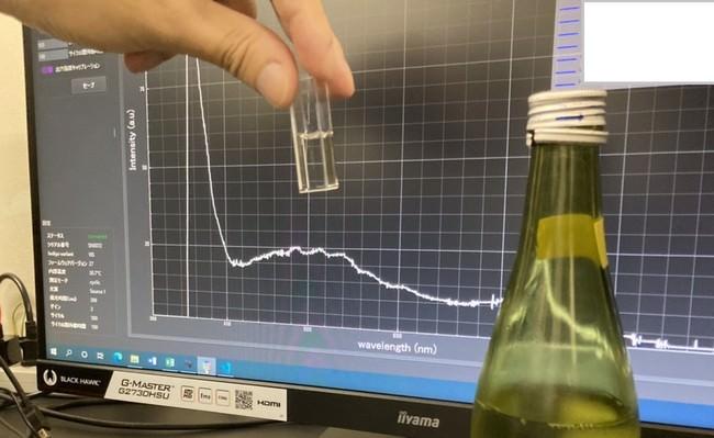 日本酒のにおいデータ取得の様子