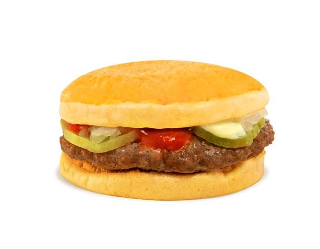 ハンバーガーのバンズを卵で代用した新しいバーガー「ドン・ウォーリー・エッグウィッチ」 バーガーメニューの完全グルテンフリー化に成功