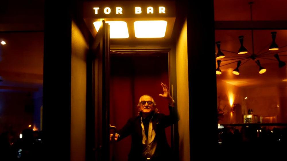 Dieter Meier vor der Tor Bar