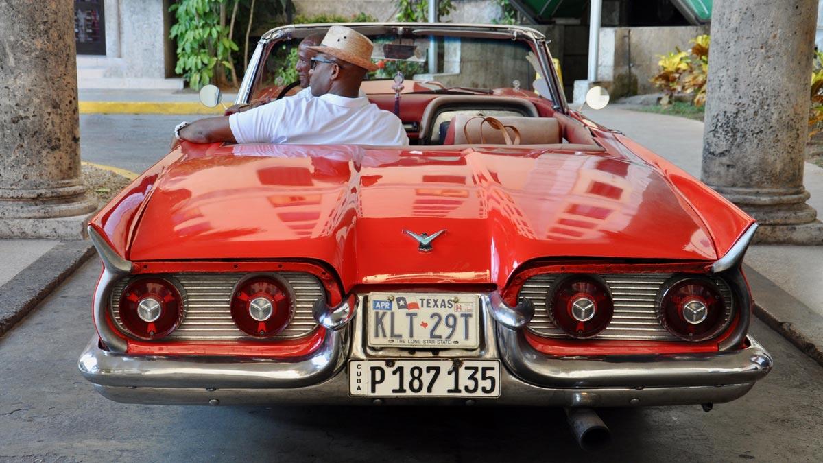 …kann sich auch von hinten sehen lassen. Der 1959 Ford Thunderbird