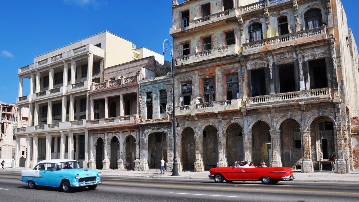 Viele der historischen Fassaden am Malecón werden restauriert