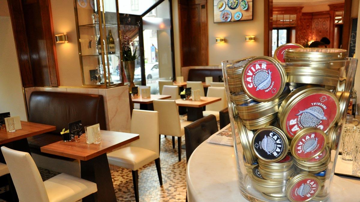 Auch das Kaviar-Angebot im Schwarzreiter genügt den Ansprüchen der Maximilianstraße. Foto WR