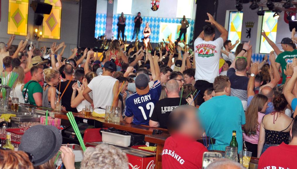 Bierkönig: Man kommt aus dem Staunen nicht heraus…. Hoher Alkoholpegel der Urlauber schon am Nachmittag. Foto WR