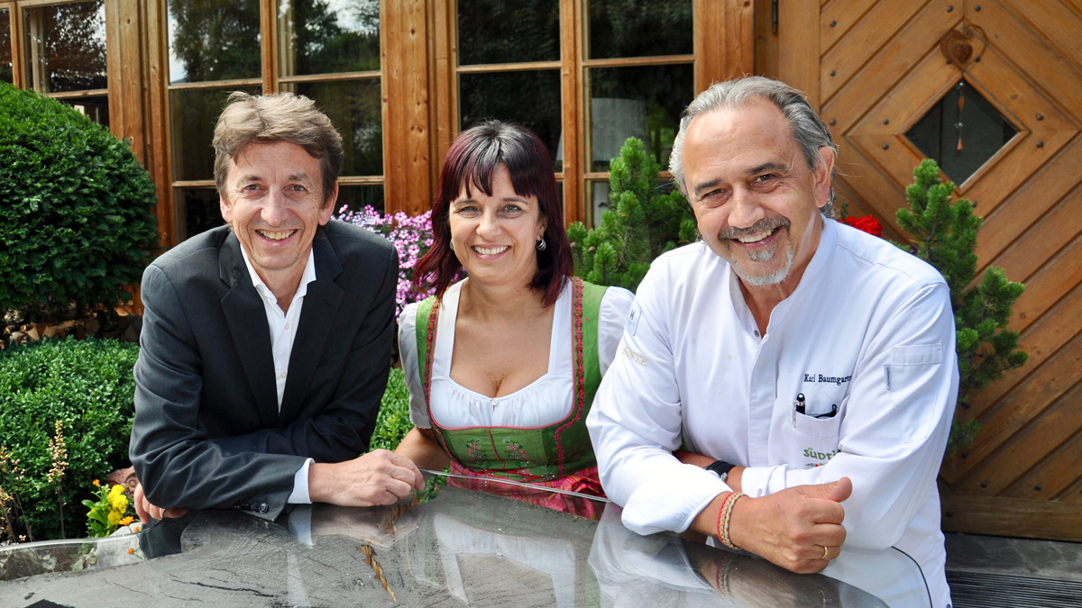 Erfolgreiches Gastgeber-Trio: Siegi, Mary und Karl Baumgartner (v.li.) Schöneck, Pfalzen. Foto WR