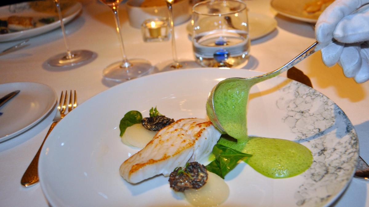 Steinbutt mit Morcheln und Rucola Sauce. Foto WR