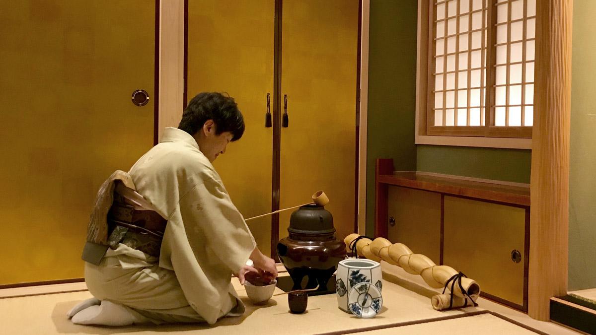 Teezeremonie. Zubereitung von Matcha. Foto IH