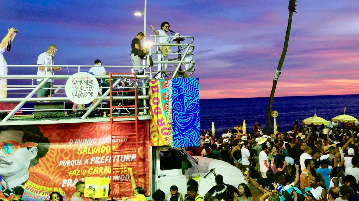 Der Vor-Karneval verläuft entlang einer Route direkt am Meer