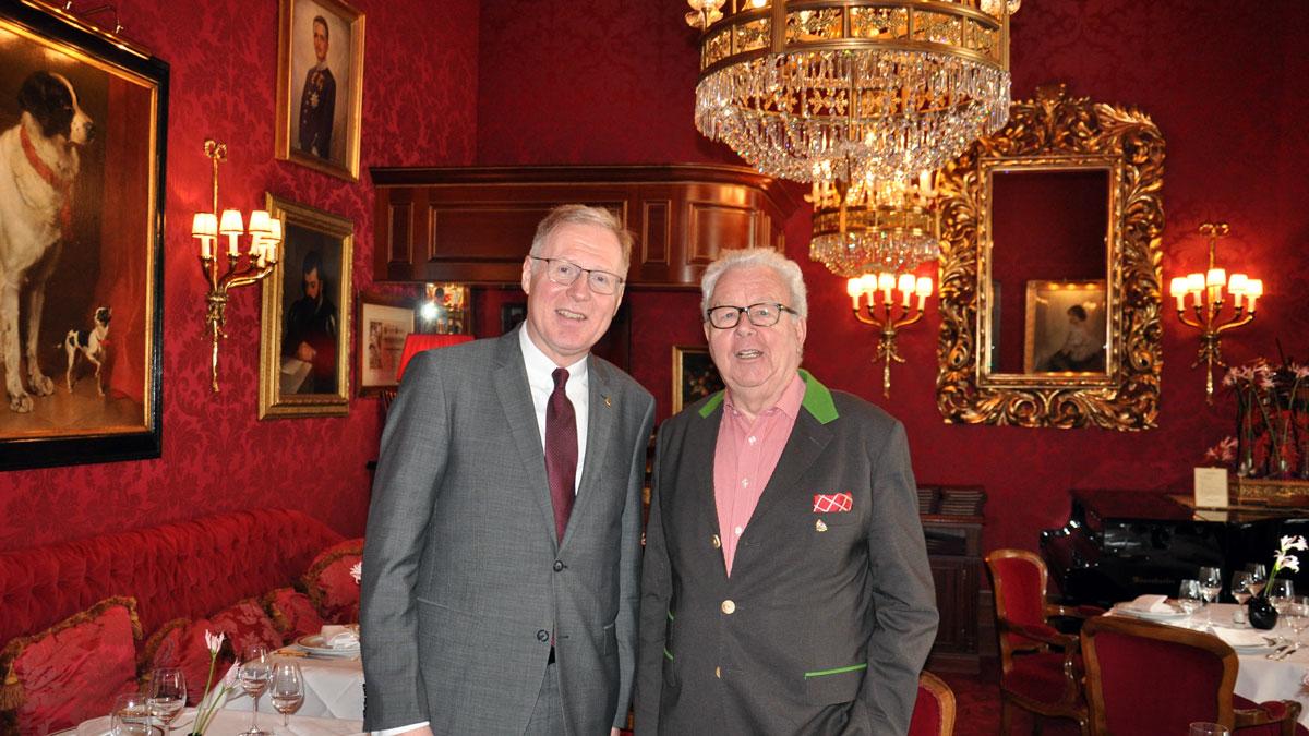 Hotel Sacher: Direktor Heilmann und Gourmino Express Autor Wolfgang Ritter in der Roten Bar. Foto WR