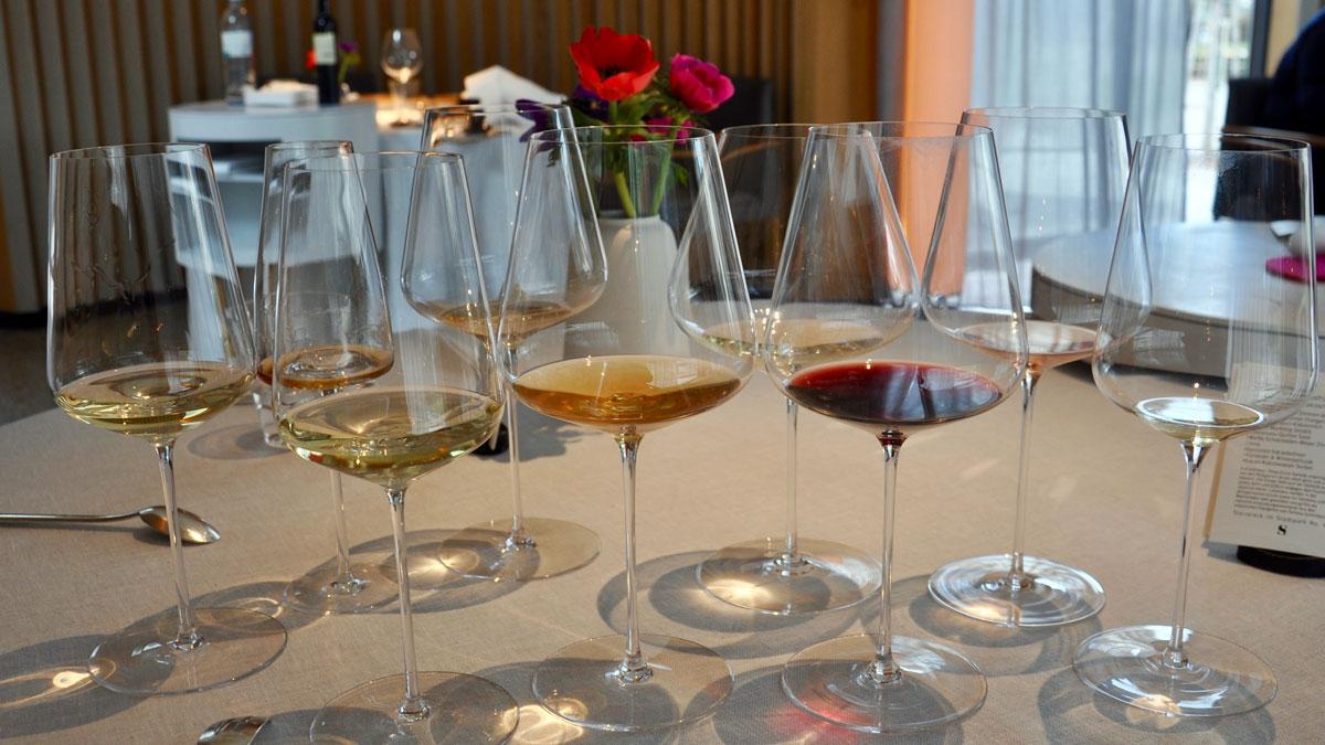 Das sieht nach Perfektion aus: Zu jedem Gang wird ein korrespondierender Wein serviert. Foto WR