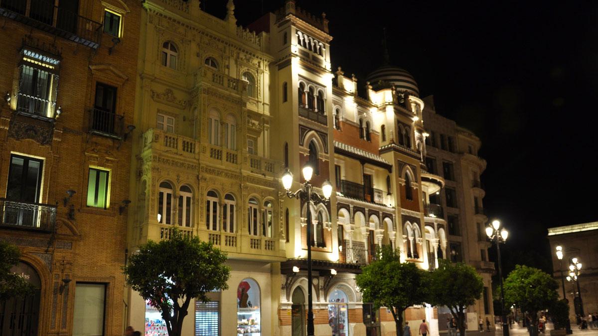 Beeindruckende Fassaden in der Avenida la Constitution. Foto WR