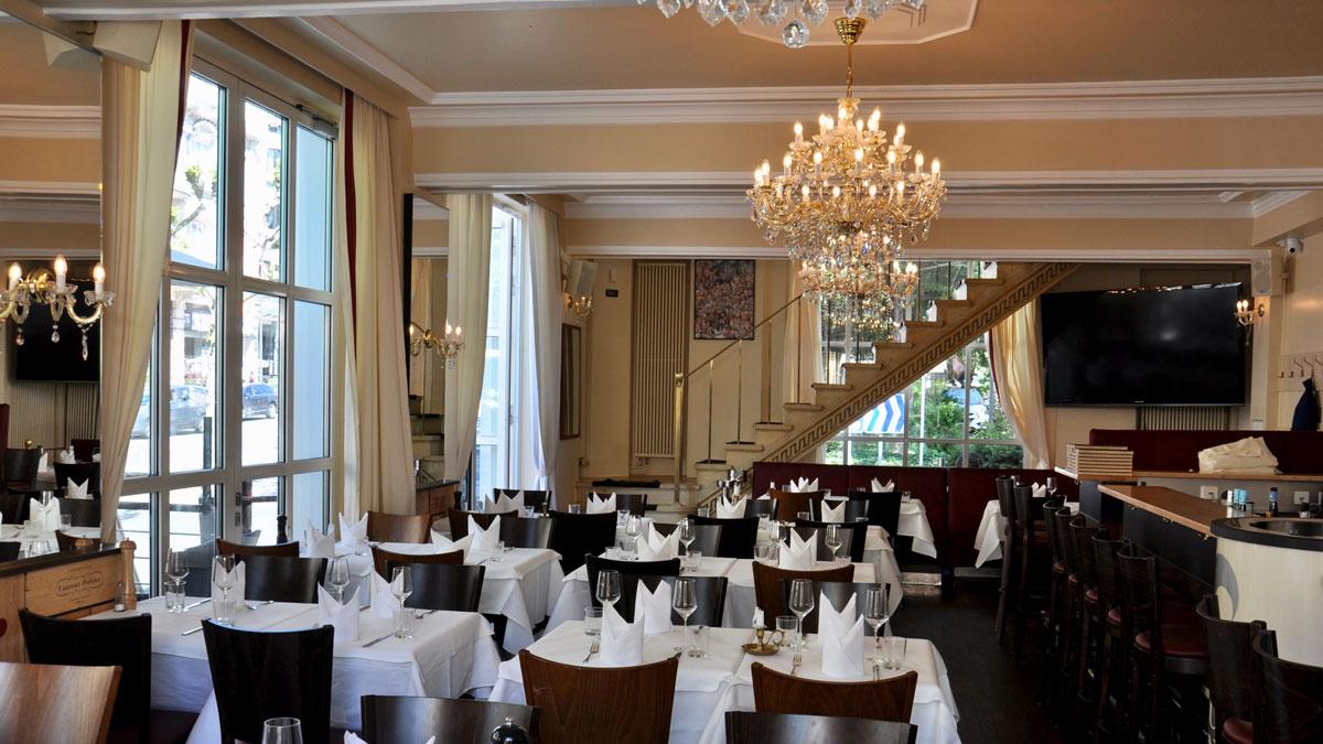 I-Punkt, Wiesbaden: Szenetreff und elegantes Speiserestaurant direkt am Kurhaus. Foto WR