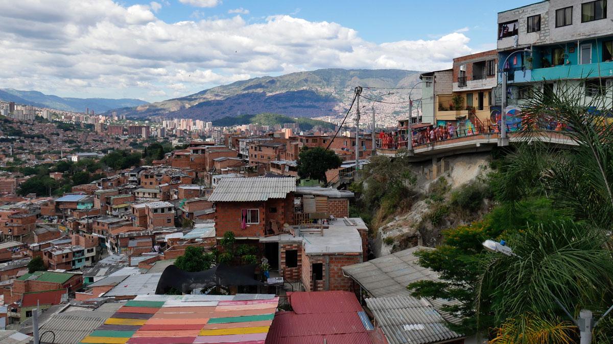 """Blick von der """"Comuna13"""" in das Tal von Medellin"""