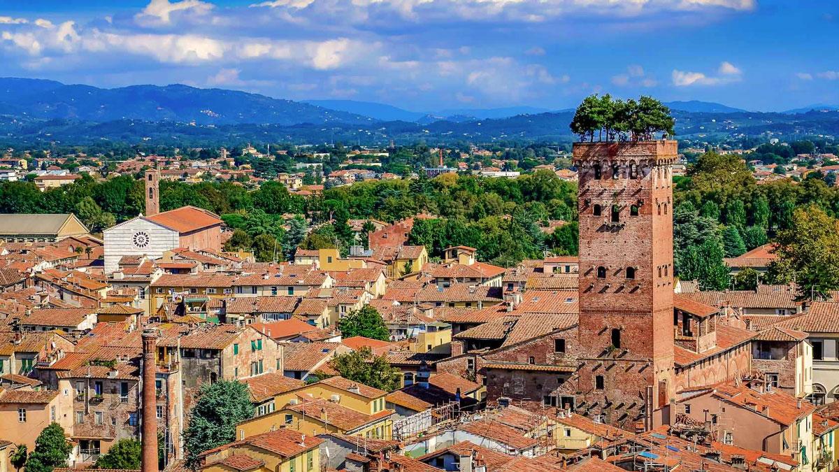 Lucca. 90 000 Menschen leben in der mittelalterlichen Stadt.