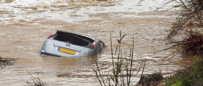 inondations-voiture