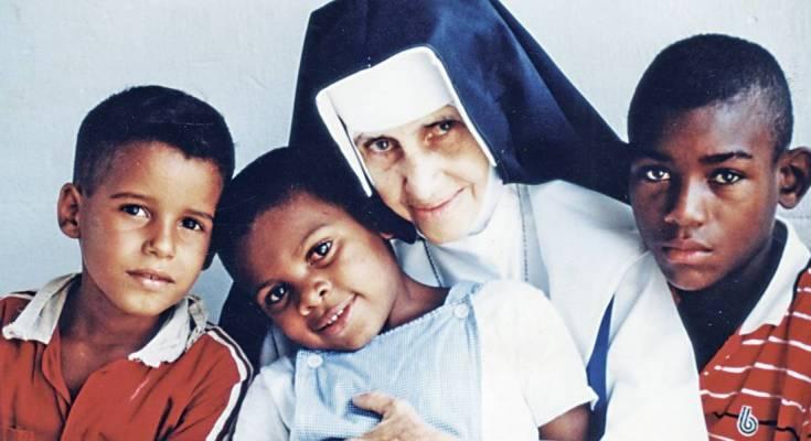 Conheça a primeira mulher canonizada nascida no Brasil: Santa Dulce dos Pobres