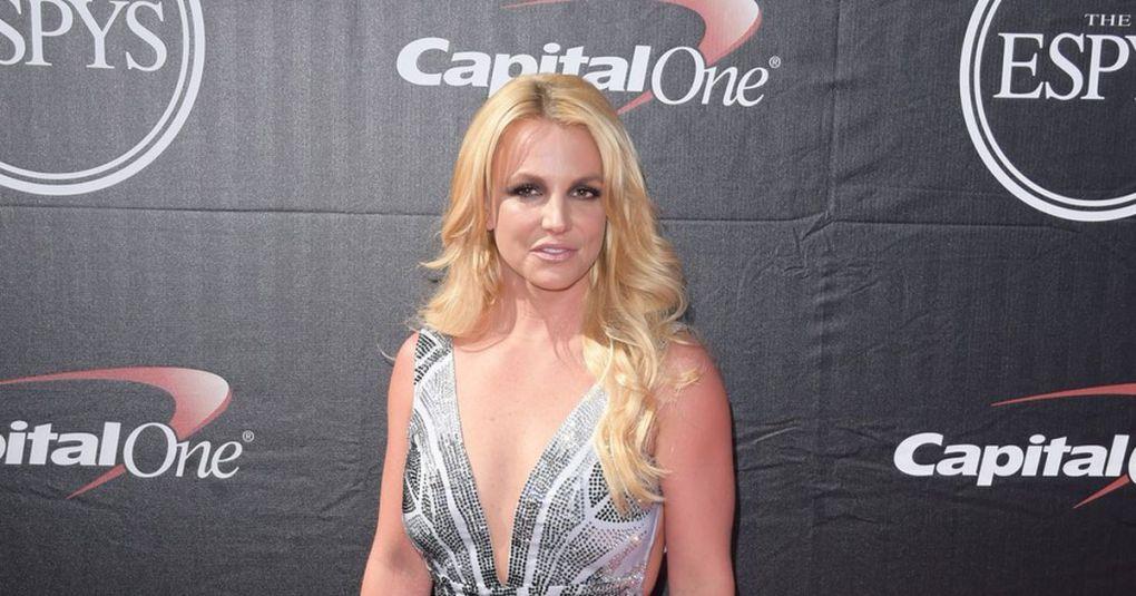 Britney Spears v objemu fanta: Očitno ji gre na bolje