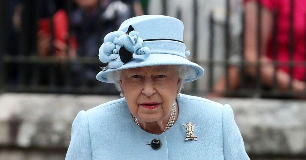 Britanska kraljica nikoli ne obuje novih čevljev, dokler niso razhojeni