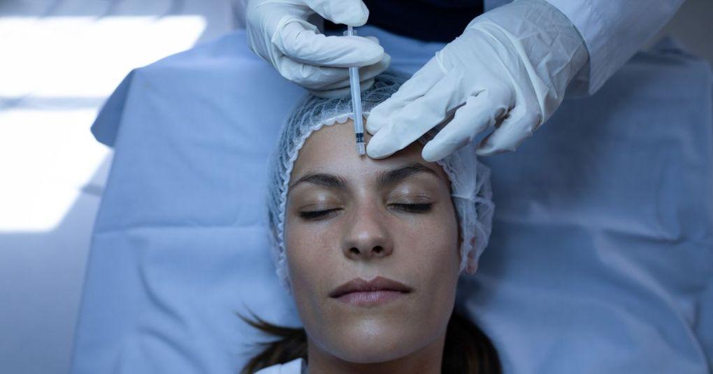 10 vprašanj, ki ste jih vedno želeli zastaviti plastičnemu kirurgu