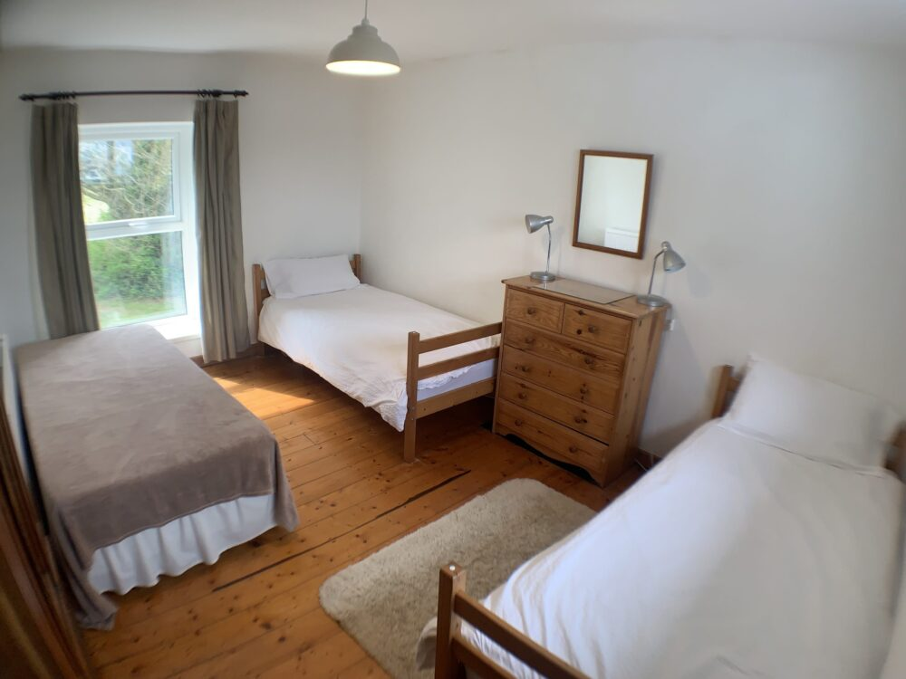 Hill House self catering holiday cottage rtripple bedroom