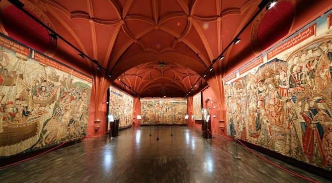 Una de las salas del Museo de Tapices