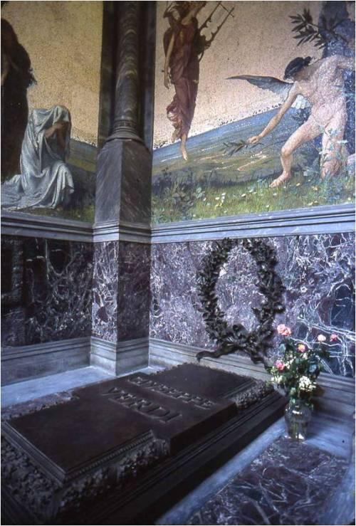 Tumba de Verdi y Giuseppina, en la casa de reposo para músicos sin recursos que él construyó en Milán