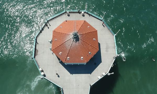 Manhattan Beach – Move Back & Pan Up of Pier