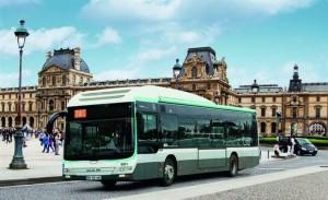 L'un des premiers bus hybrides Man intégrés à la flotte de la RATP, à Paris. Il y a peu, Heuliez a remporté un marché de 250 bus hybrides diesel-électrique