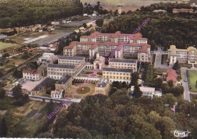 GARCHES-vue-aerienne-Hoputal-Raymond-Poincare-Hospice-Brezin