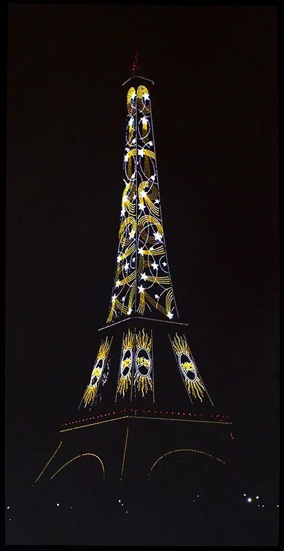 Publicité Citroën sur la Tour Eiffel pendant l'exposition de 1925
